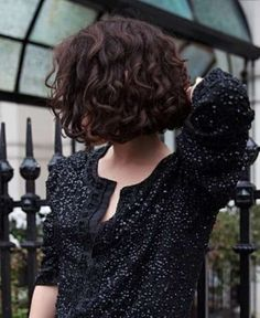wanna give your hair a new look? Curly bob hairstyles is a good choice for you. Here you will find some super sexy Curly bob hairstyles, Find the best one for you, Short Curly Bob, Short Hair Cuts, Wavy Perm Short Hair, Short Curls, Grunge Hair, Great Hair, Pretty Hairstyles, Black Hairstyles, Hairstyles 2018