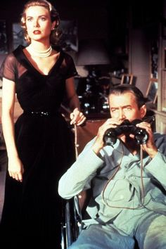 Kelly epitomised the seductively cool society girl in Rear Window (1954), in which she starred with James Stewart. The black silk organza dress that she wore in one of the film's key scenes was designed by Edith Head. (filme janela indiscreta - Hitchcock)