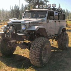 """Toyota land cruiser """"Rubicon Limo"""" - As far as I can see, the only thing it's missing is a snorkel and a cb antenna Toyota Fj40, Toyota Trucks, 4x4 Trucks, Cool Trucks, Lifted Trucks, Jeep 4x4, Jeep Truck, Toyota Land Cruiser, Offroad"""