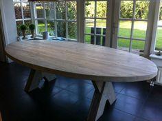 Ovale tafel van steigerhout. www.madebymady.nl