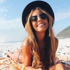Imagem de beach, girl, and summer