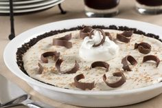 Get ready for an elegant dessert that features the flavors of a favorite drink: the White Russian! This frozen White Russian Pie is sure to be the hit of your next party! Frozen Desserts, No Bake Desserts, Just Desserts, Oreo Desserts, Health Desserts, Banana Dessert, Pie Dessert, Pie Recipes, Dessert Recipes