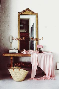 pink and gold. love this mirror. Home Interior, Interior And Exterior, Interior Inspiration, Design Inspiration, Design Ideas, South Shore Decorating, Entryway Decor, Entryway Ideas, Decoration