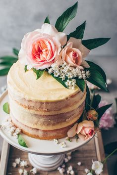 This is the best Vegan Vanilla Cake recipe! It's a fluffy, soft and moist vanilla layer cake with simple buttercream frosting. Easy to make and delicious! Vegan Vanilla Cake, Cake Vegan, Easy Nutella Brownies, Homemade Buttercream Frosting, Strawberry Cream Cakes, Vegan Wedding Cake, Pastry Cake, Chocolate Hazelnut, Cupcakes