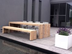 Wooden garden furniture made from used construction wood Wooden Outdoor Table, Used Outdoor Furniture, Log Furniture, Outdoor Dining, Garden Furniture, Outdoor Spaces, Furniture Design, Outdoor Decor, Modern Furniture