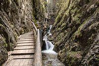 Dr.-Vogelgesang-Klamm – Wikipedia Garden Bridge, Places To Go, Wanderlust, Outdoor Structures, Road Trip Destinations, Hiking, Destinations, Viajes