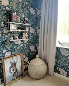 """Rebeccah on Instagram: """"Äntligen börjar saker komma tillbaka på plats i Junis rum 👍 Vi har så många bollar i luften just nu med altanfix, trädgårdsfix,…"""" Baby Bedroom, Kids Bedroom, Kids Room Murals, Home Wallpaper, Apartment Design, House Rooms, Girl Room, Sweet Home, Room Decor"""