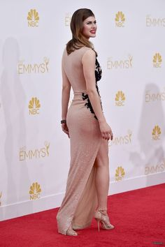 Alexandra Daddario attends The 66th Primetime Emmys, Aug 25th, 2014, Los Angeles, California, United States of America. Beautiful Celebrities, Beautiful Actresses, Alexandra Daddario Images, Looks Pinterest, White Ripped Jeans, Sexy Women, Celebs, Outfits, Dresses