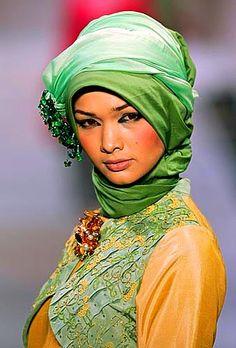 Abaya 2011 Fashion Show Hippy Fashion, Arab Fashion, Islamic Fashion, Muslim Fashion, Modest Fashion, Fashion Show, Fashion Outfits, Fashion Tips, Hijab Collection