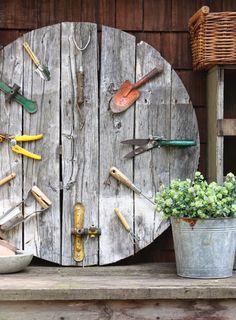 garden pallet wall clock