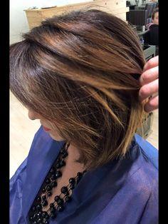 Gradazioni a mano libera shades color realizzazione di punti luce tra la massa dei capelli per enfatizzare al meglio la morfologia del viso