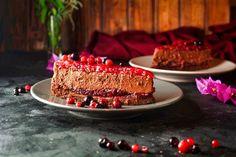 Lavkarbo / ketogen og glutenfri kake med bær Low Carb Recipes, Meal Planning, Tasty, Meals, Cake, Desserts, Food, Low Carb, Tailgate Desserts