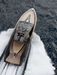 Hedonist Yacht by Art of Kinetik (13 Pictures plus Clip) > Baukunst, Design und so, Fashion / Lifestyle, Sports > edel, hedonist, kinetik, lifestyle, luxury, yacht