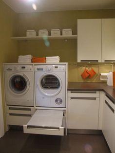 Wasmachine op sokkel van ongeveer 45 -50 cm plaatsen. Ideale werkhoogte op wasmachine ong. 105 cm. nterieurideeën | mooie oplossing voor de wasmachine Door Maria2708