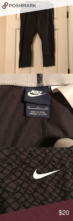 Women's Nike Sportswear Leggings - Size XL Like new! Perform like a pro with these women's Nike leggings.  PRODUCT FEATURES Elastic waistband offers secure fit Smooth, stretchy jersey fabric FIT & SIZING 27.5-in. approx. inseam Curve-hugging fit FABRIC & CARE Cotton, spandex Machine wash Imported Nike Pants Leggings