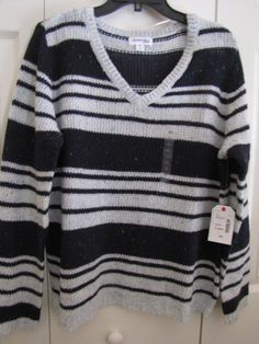 ST JOHNS BAY V Neck Pullover Sweater Navy and Ivory Size XLarge Ret $36 NWT.  Perfect weight for spring.