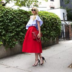 A Brightly Colored Midi Skirt Cute Summer Outfits, Simple Outfits, Look Fashion, Autumn Fashion, Wild Fashion, Street Chic, Street Style, Red Skirts, Models
