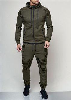 Houd je lekker warm deze winter met de nieuwe collectie joggingpakken van Italian  Style! Bestel 973b86a4fe