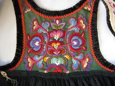 FolkCostume&Embroidery: Bunad and Rosemaling embroidery of upper Hallingdal, Buskerud, Norway Hardanger Embroidery, Folk Embroidery, Hand Embroidery Designs, Indian Embroidery, Embroidery Stitches, Scandinavian Embroidery, Scandinavian Folk Art, Textiles Techniques, Embroidery Techniques