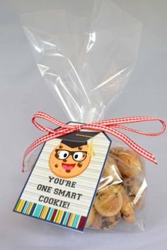 Smart Cookie Graduation Printanble Thank You Tags, these are great, come with 2 different sayings. One that is great for your smart cookie finishing any grade, and one that is perfect for thanking a teacher at the end of the year!