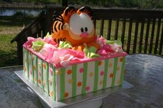 garfield cakes   Birthday cake with a Garfield theme featuring Garfield jumping out of ...