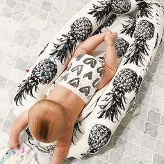 The original baby lounger and cosleeper from Sweden.