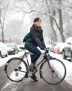 Winter Bike Style - Functional and Fashionable Women's Bike Clothes Urban Cycling, Urban Bike, Women's Cycling, Bike Pic, Winter Cycling, Commuter Bike, Cool Bike Accessories, Bicycle Girl, Bike Style