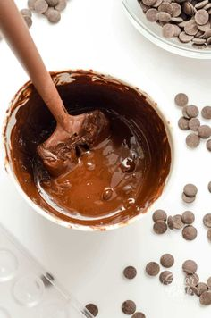 How to make beautiful, shiny and professional looking hot chocolate bombs! How to easily temper chocolate and simple decorating! How To Temper Chocolate, Chocolate Work, Hot Chocolate Mix, Chocolate Molds, How To Make Chocolate, Tempering Chocolate, Melting Chocolate, Chocolate Lava, Chocolate Shop
