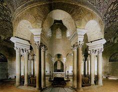 Mausoleo di Santa Costanza. Il Mausoleo venne fatto costruire a Roma nel IV secolo d.C. dalla figlia di Costantino, Costantina (o Costanza).