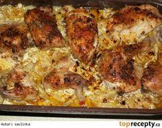 neskutečně dobré kuře 4 kuřecí stehýnka, 2 smetany na vaření, brambory, sůl, mletý kmín, cibule a máslo Postup přípravy receptu Pekáč vymažeme máslem, vložíme brambory na plátky nakrájené. Ty posolíme, posypeme mletým kmínem a na ně dáme nakrájenou cibulku...... na to vložíme kuřecí stehýnka, která opět posolíme a posypeme mletým kmínem. Vše zalijeme smetanou a pekáč přikryjeme druhým......tak to pečeme asi 1 1/2hod, pak otevřeme a ještě pečeme, dokud není kůžička křupavá - cca 20min. Slovak Recipes, Czech Recipes, Russian Recipes, Ethnic Recipes, No Salt Recipes, Chicken Recipes, Snack Recipes, Cooking Recipes, Pecan Pralines