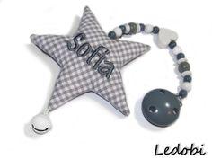 Kinderwagenanhänger - Kinderwagenkette Stern mit Namen bestickt - ein Designerstück von Ledobi bei DaWanda