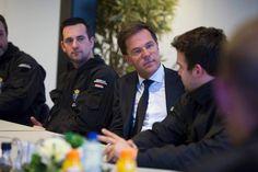 Minister-president Rutte praat met leden van de Bijstandseenheid. Foto: Ministerie van Defensie
