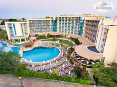 Pregătește-te de distracție! 🎉 Ți-am pregătit 20% Reducere #EarlyBooking 🤩 pentru vacanța ta alături de cei dragi 👨👩👧👦 din vara 2️⃣0️⃣2️⃣1️⃣ la #hotelVizitat TIARA BEACH 4* 🕌 din #SunnyBeach, #Bulgaria 🌞 Resort-ul #AllInclusive 🍏 se află la 150m de plajă 🏖 și oferă piscină exterioară, parc acvatic 💧, loc de joacă pentru copii, centru SPA și camere cu balcon. Grădina sa este locul ideal pentru relaxare 🌿 Kusadasi, Sunny Beach, All Inclusive, Beach Hotels, Dubrovnik, Beach Club, Antalya, Tenerife, Cancun