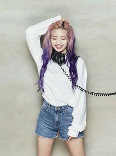 K-Pop Babe Pics – Photos of every single female singer in Korean Pop Music (K-Pop) Nayeon, K Pop, Kpop Girl Groups, Korean Girl Groups, Kpop Girls, Twice Jyp, Jihyo Twice, Chaeyoung Twice, Twice Dahyun