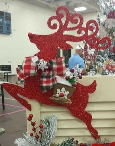 White Christmas Ornaments, Christmas Yard Art, Indoor Christmas Decorations, Christmas Frames, Christmas Mom, Outdoor Christmas, Rustic Christmas, Christmas Projects, Beautiful Christmas