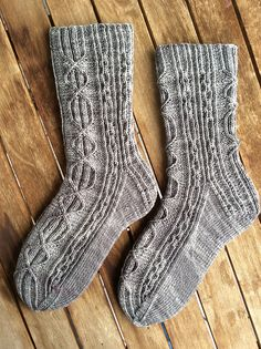Many thanks hautecontre for sharing the beautiful picture with us!  Welcome to participate in Kenni-Ann Socks - HiyaHiya Free & Fun KAL_Oct/Nov2017_A  at http://www.ravelry.com/discuss/hiyahiya-patterns-kal/3685277/1-25  Small glitch along the way, but I have finished! Start date of Clue #4: October 17, 2017  Completion date of finished project: October 20, 2017  Notes: I ran out of yarn (Knit Picks Hawthorne Fingering Kettle Dye) shortly before the toe on the second sock. The problem is…