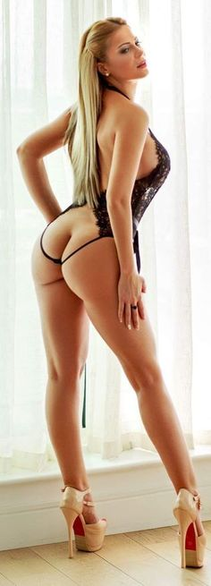 PERFECT WIFE BUTT & LONG DANCER LEGS of sexy #Fitness model : Health, Gym & #Fitspiration - the best #Inspirational & #Motivational Pins by: http://cagecult.com/fitness