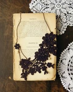 love all that lace jewellery --> necklace : )
