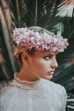 "It's My Valentine: ""Josefina"" by Teresa Baena Diy Workshop, Floral Crown, Headdress, Wearable Art, Fascinator, Making Ideas, Wedding Hairstyles, Bridal, Bridal Gowns"
