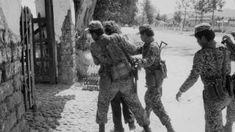 Guatemalan Soldiers Detain A Suspect In Santa Cruz del Quiché Techno, Couple Photos, Soldiers, Santa Cruz, Couple Shots, Couple Photography, Techno Music, Couple Pictures