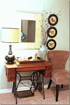 60 Ideas to recycle your old sewing machines in furniture diy with Vintage Upcycled Furniture Upcycled sewing machine Recycled Interior DIY Sewing Machine Tables, Treadle Sewing Machines, Antique Sewing Machines, Repurposed Furniture, Diy Furniture, Industrial Furniture, Furniture Projects, Antique Furniture, Furniture Design