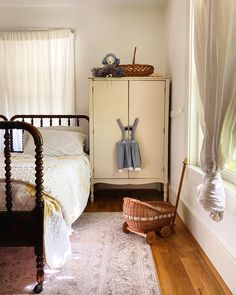 Nursery Inspiration, Nursery Ideas, Cozy Cottage, Little Girl Rooms, Simple House, Kid Beds, Shabby Chic Decor, Girl Nursery, Pretty Little