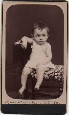 Super cute baby, big eyes, vintage portrait, CDV, Carte de Visite, photo 1880s, studio portrait, Victorian baby, Social History (cdv/ch3)