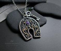 Intricate Wire Jewelry Designs by Joanna Watracz Wire Wrapped Pendant, Wire Wrapped Jewelry, Handmade Necklaces, Handmade Jewelry, Handmade Wire, Wire Jewelry Designs, Jewelry Ideas, Horseshoe Jewelry, Wire Jewelry Earrings