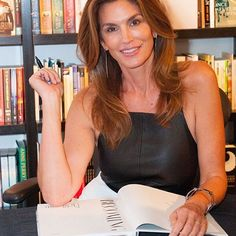 Bombshell  Cindy Crawford wore our Gunmetal and Silver Gear Bangles to her book signing yesterday in Bal Harbour, FL. Styled by the super talented Karla Welch #CindyCrawford #SuperModel #BecomingCindy #model#miami #books #kimoraleesimmons #gear #bangle #Bracelets #Jewelry #rachelkatzjewelry www.rachelkatzjewelry.com