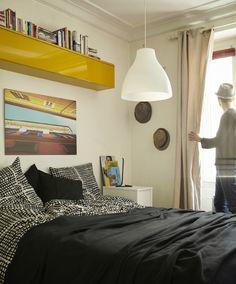 Papiere, Bettwäsche und alles, was nicht oft gebraucht wird, verschwindet in Bettkästen.