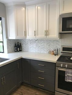 Mesmerizing Small kitchen design plans layouts,Kitchen remodel cost ideas and Small kitchen latest designs. Kitchen Cabinets With Black Appliances, Kitchen Cabinet Colors, Painting Kitchen Cabinets, Upper Cabinets, Kitchen Counters, Kitchen Cabinetry, Black Cabinets, White Counters, Kitchen Sinks