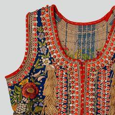 Bodice of the folk costume from Kraków West region, Poland. Embroidery On Kurtis, Kurti Embroidery Design, Hand Embroidery, Folk Fashion, Ethnic Fashion, Vintage Fashion, Historical Costume, Historical Clothing, Textiles