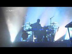 Massive Attack - Teardrop (Live - Melt Festival 2010) - YouTube