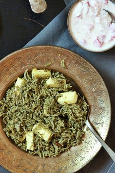 #newpost #recipe How about a quick and healthy one pot meal in 20 minutes with spinach leaves and paneer cubes. Palak pulao is a very tasty way to sneak spinach leaves and a perfect weekday lunch!  Recipe @ http://cookclickndevour.com/palak-pulao-recipe-spinach-pulao-recipe  #cookclickndevour #recipeoftheday #palakpulao #indianfoodbloggers